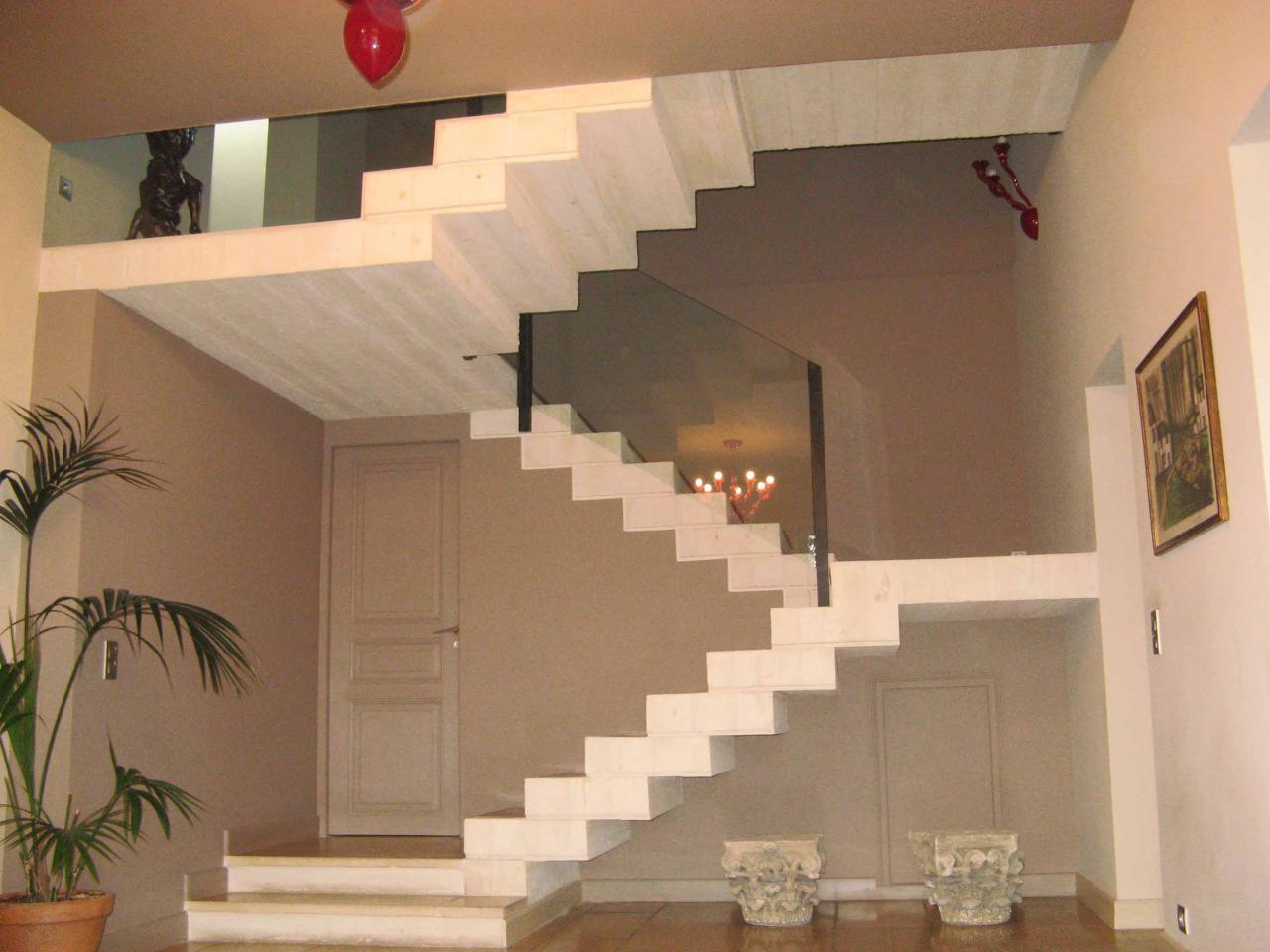 escalier sculpture en b ton blanc. Black Bedroom Furniture Sets. Home Design Ideas