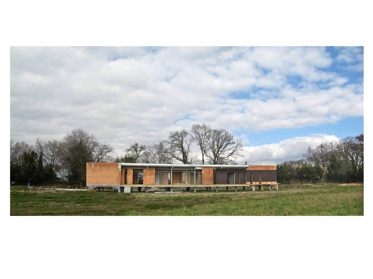 Architecture contemporaine sur pilotis : Structure Métal/Monomur/bardage bois