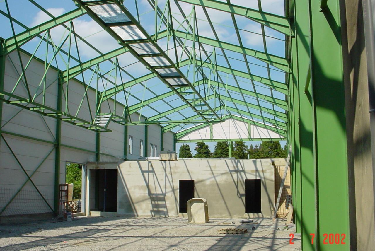 Zone de vinification, 1000 m², structure métallique, béton cellulaire