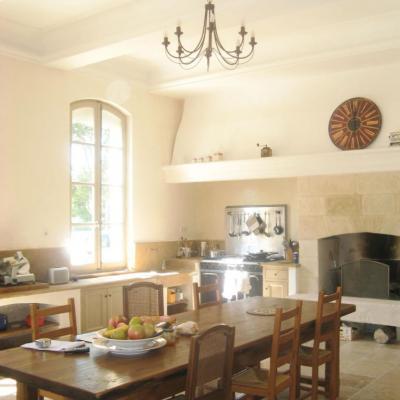 Après un travail du sol au plafond le résultat : une cuisine de charme
