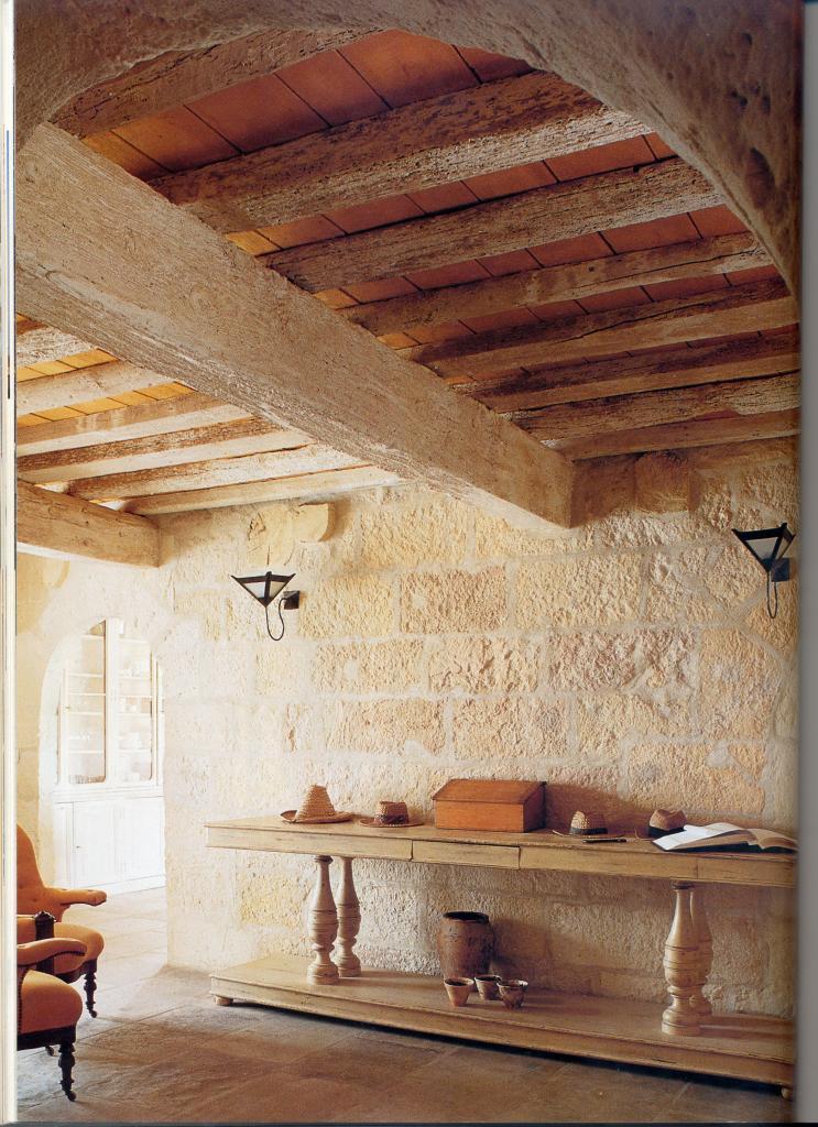 Le mur et l'ouverture sont neufs, Plafond bois restauré